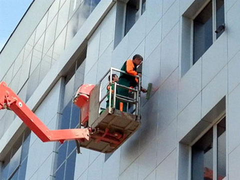 Услуги автовышки для фасадных работ