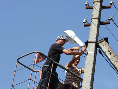 Услуги автовышки для ремонта уличных фонарей