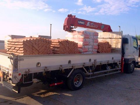 Услуги по перевозке кирпича и стройметаров