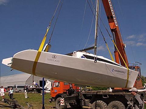 Спуск на воду лодок и катеров с помощью автокрана